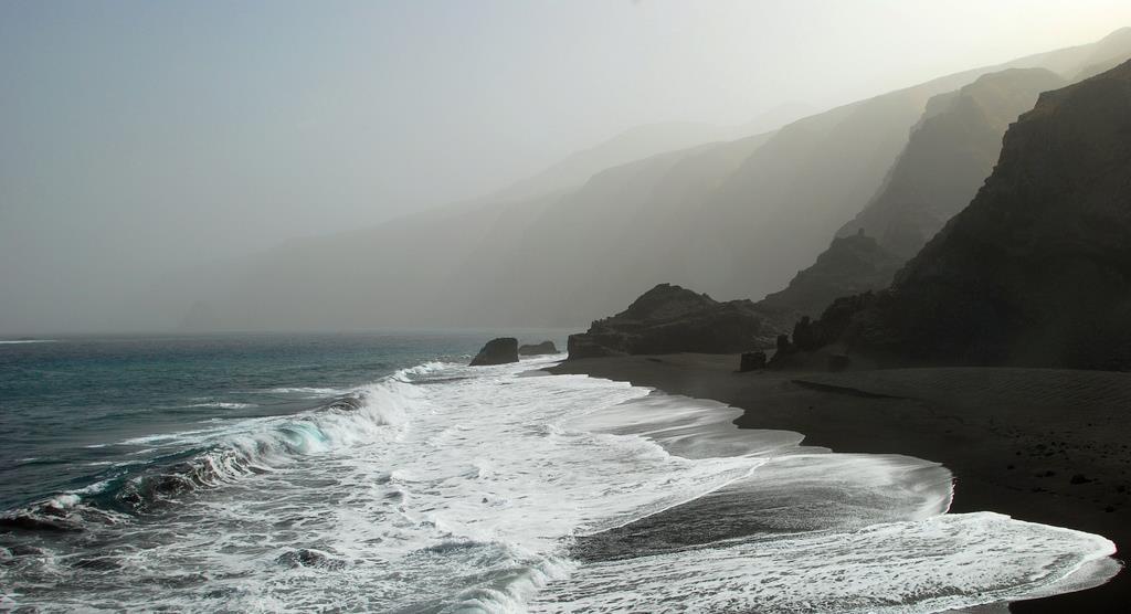 Cap vert ile de fogo plage sable noir