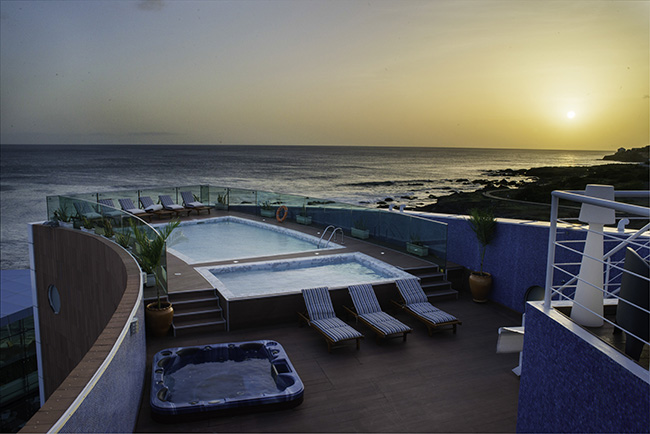 Cap vert ile de santiago hotel vip praia piscine vue soir