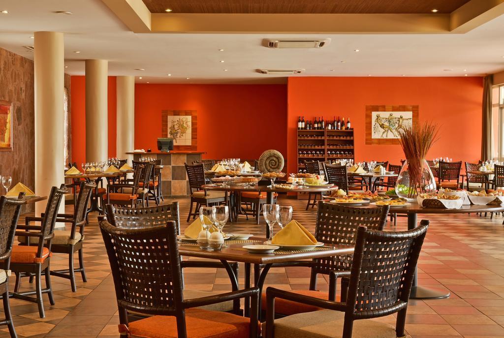 Cap vert ile du cap vert santiago pria hotel pestana tropico salle de restaurant