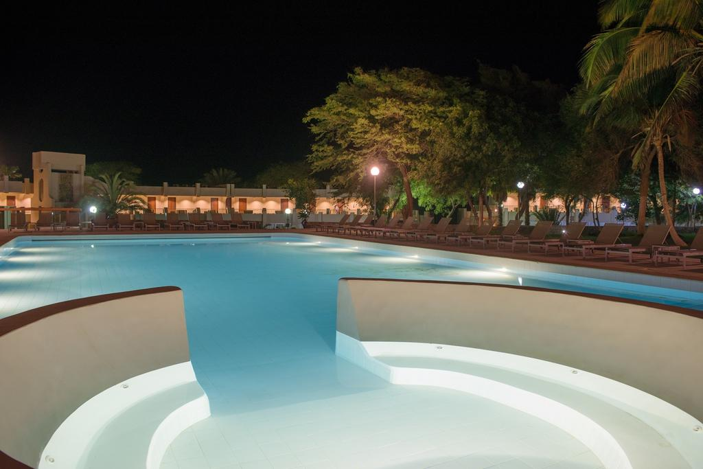 Cap vert ile santiago praia hotel praia mar piscine soir