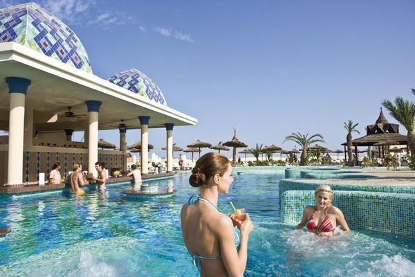Image sejour/cap vert boa vista hotel riu karamboa picine bar d tente